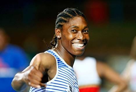 Caster Semenya juoksi Etelä-Afrikassa uudeksi 200-metrin ennätyksekseen 23,49.