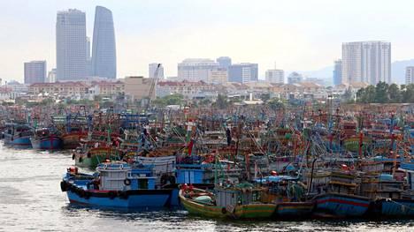 Kalastusveneet ovat palanneet Da Nangiin ennen Molaven rantautumista.