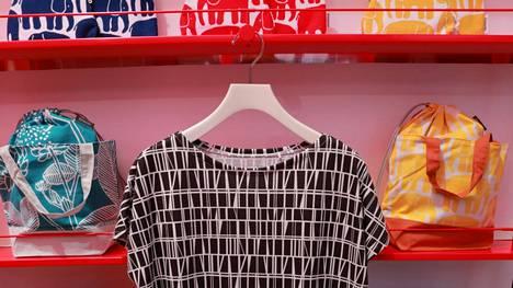 Uniqlo-ketju tunnetaan erityisesti edullisista perusvaatteistaan. Nyt sen vaatteisiin haluttiin suomalaisen Finlaysonin printit.
