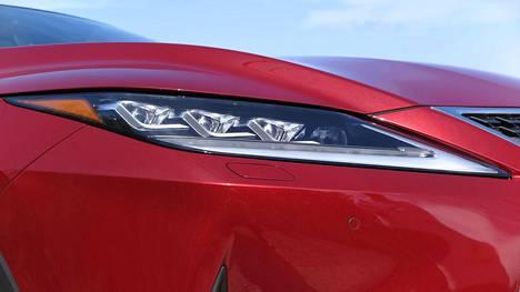 Lexus on tuonut 30 vuoden historiansa aikana kymmeniä uusia ratkaisuja, joista uusin ovat BladeScan-ledivalot.