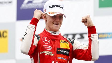 Mick Schumacherin hurja loppukausi huipentui mestaruuteen F3-sarjassa