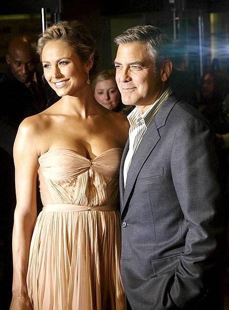 Näyttelijä George Clooney ja tyttöystävä, entinen vapaaottelija Stacy Kiebler saapuivat yhdessä The Descendants -elokuvan ensi-iltaan Lontoossa 20. lokakuuta.