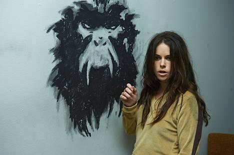 Emily Hampshire on lääketehtailijan tasapainoton tytär 12 Monkeys -tv-sarjassa.