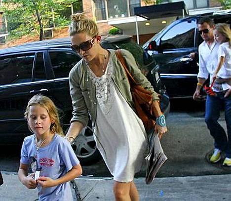 Tuore lemmenpari Kate Hudson ja Lance Armstrong järjestivät yhteistä aikaa lapsilleen isänpäivänä.