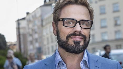 Teuvo Loman erosi hiljattain puolisostaan Niko Heleniuksesta 12 vuoden suhteen jälkeen.