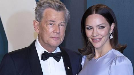 David Foster ja Katherine McPhee kuvattuna Vanity Fairin Oscar-juhlissa helmikuussa 2020.