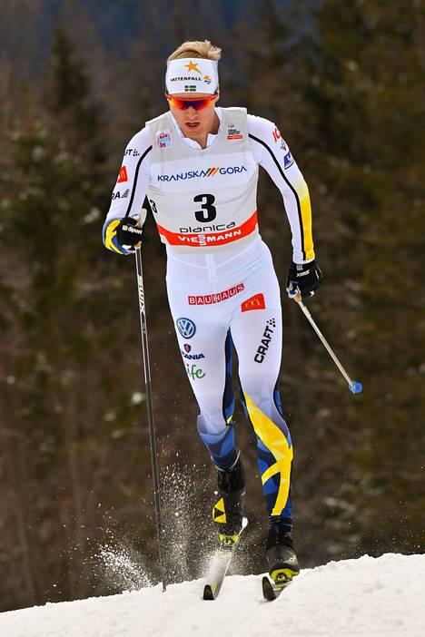 Oskar Svenssonin keltainen kortti annettiin lopulta Ristomatti Hakolalle.