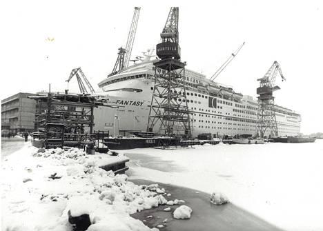 Tammikuussa 1990 Fantasy oli valmistumassa Hietalahden telakalla.