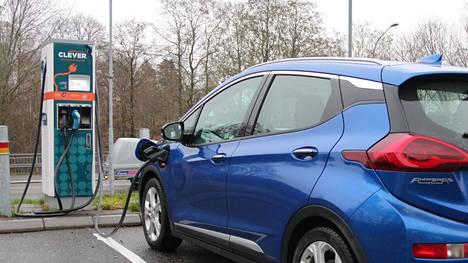 Monet sähköautoilijat suosivat muun muassa kulutus- ja lähipäästösyistä nimenomaan kitkarenkaita. Nastatkin voivat tosin olla sähköautoon ihan hyvä valinta, erityisesti jos auto on painava ja tyypilliset ajopinnat jäisiä.