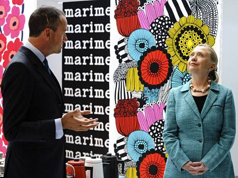 Hillary Clinton tutustui Marimekkoon Helsingissä 2012.