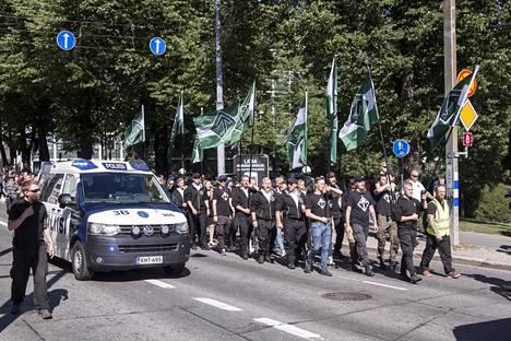 Uusnatsijärjestö PVL marssi Turussa.