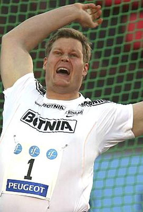 Olli-Pekka Karjalainen heitti viimeisellään uudeksi kotimaiseksi kauden kärkitulokseksi 77,93.