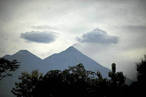 Laavaa ja tuhkaa. Fuego-tulivuori Siquinalan kaupungissa Guatemalassa on viime päivinä sylkenyt laavaa ja tuhkaa. Viranomaiset ovat nostaneet valmiuttaan aluella mahdollisen purkauksen vuoksi. Tulivuori sijaitsee noin 80 kilometriä pääkaupungista Guatemala Citystä etelään.