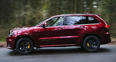 Trackhawk on Jeepin perinteisiin nojautuen nelivetoinen.