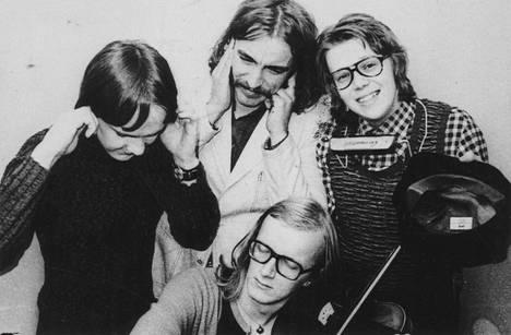 Coitus Int. -yhtye vuonna 1972: Max Möller, Harri Rinne, Mikko Alatalo ja Juice Leskinen. Juice oppi Alatalolta paljon säveltämisestä.