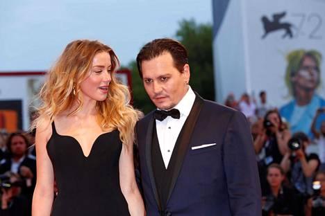 Johnny Depp ja Amber Head erosivat myrkyisästi vain 15 kuukautta häiden jälkeen.