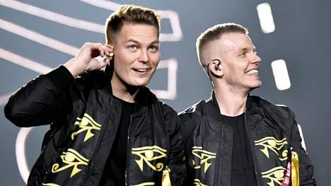 Cheek ja Elastinen konsertoivat Helsingin areenassa lauantaina.