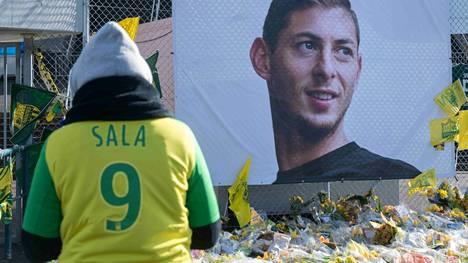 Emiliano Salan kuolemaa surtiin Nantesin kotistadionin ulkopuolella.