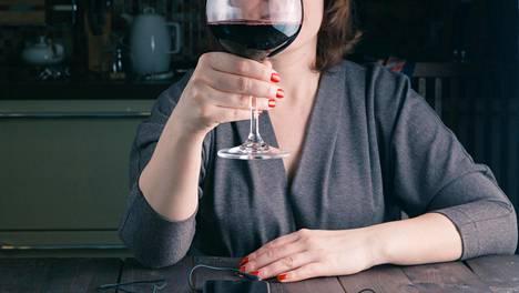 Mitä useampana päivänä viikossa alkoholia käyttää, sitä suurempi vaikutus sillä on verenpaineeseen.