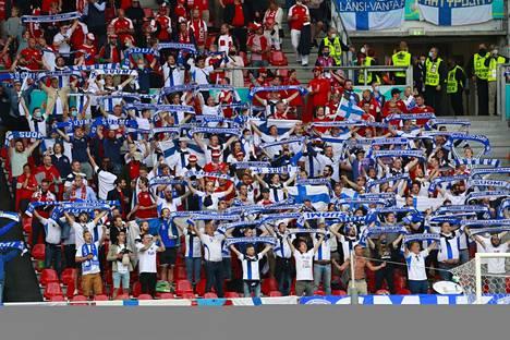 Suomen kannattajien toimintaa ylistettiin.