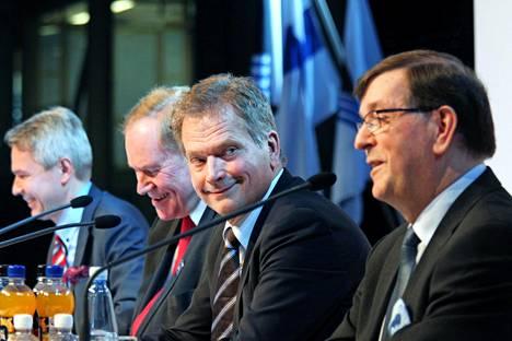 Ehdokkaat Haavisto, Lipponen, Niinistö ja Väyrynen Seinäjoella marraskuussa 2011.