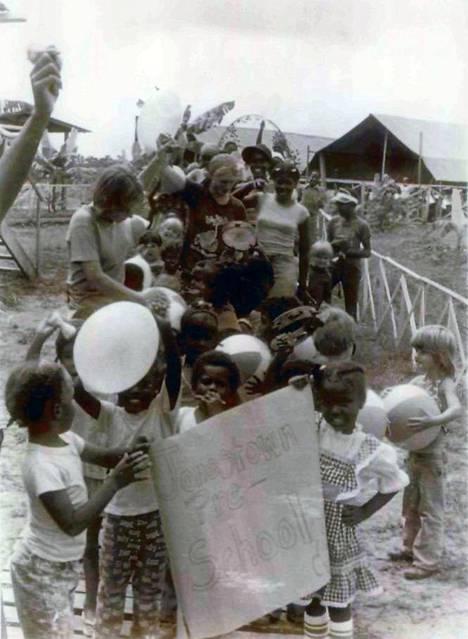 Jonestownissa eli myös runsaasti lapsia.