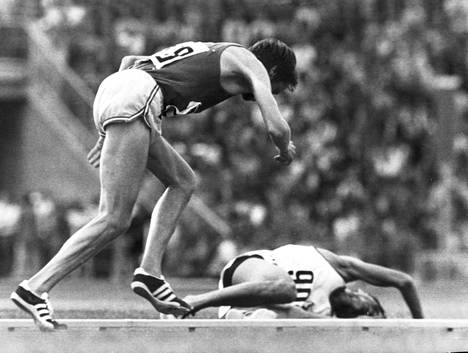 Lasse Virén nousee ja juoksee kultaan Münchenissä.