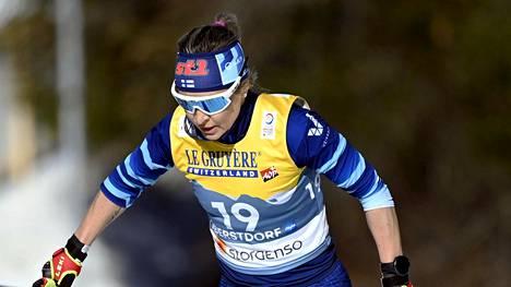 42-vuotias Riitta-Liisa Roponen hiihtää Suomen viestijoukkueessa torstaina.