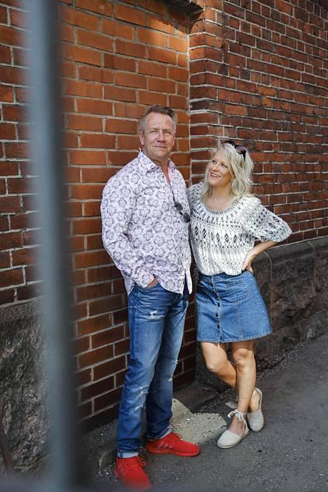 Olli Lindholm ja Laura Voutilainen esiintyvät Iskelmä-festivaaleilla.