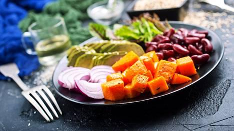 Perinteistä Välimeren ruokavaliota noudattavat syövät runsaasti kasviksia, oliiviöljyä, pähkinöitä, hedelmiä, kalaa ja täysjyväviljoja.