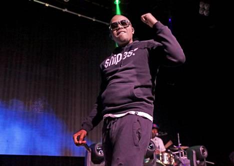 Travis Scottin tilalla esiintyy yhdysvaltalainen rap-artisti Nas.