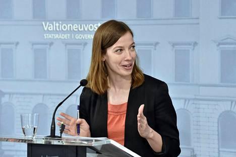 Puheenjohtaja Li Andersson (vas).