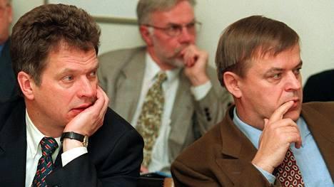 Presidentti Sauli Niinistö työskenteli valtiovarainministerinä Raimo Sailaksen kanssa Paavo Lipposen ensimmäisessä hallituksessa 1990-luvulla. Kuvassa VVM:n suhdannenäkymäinfo vuonna 1998.