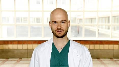Ortopediaan erikoistuva lääkäri Axel Somersalo Peijaksen sairaalassa Vantaalla.
