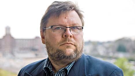 Internet on heikko ja hakkerointi usein naurettavan helppoa, sanoo tietoturvaspesialisti Harri Hursti Femin dokumentissa.
