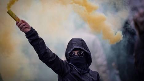 Mielipidekyselyn mukaan ranskalaisista 55 prosenttia edelleen tukee tai ainakin ymmärtää keltaliivien toimintaa.