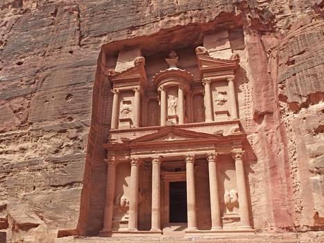 Jordaniassa sijaitseva Petran kaupunki on Pirkko Schildtin mukaan yksi maailman upeimmista uusista ihmeistä.
