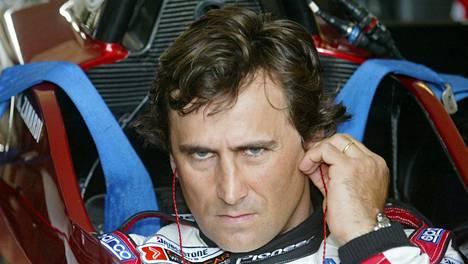 Alex Zanardi kuvattuna vuonna 2003 saksalaisella Lausitzringin radalla, jossa hän oli menettänyt jalkansa kahta vuotta aiemmin.