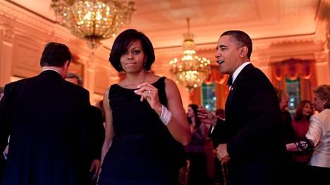 Barack ja Michelle Obamalta nähtiin usein julkisuudessa hellyydenosoituksia.