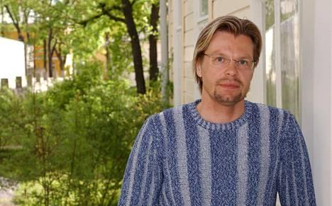 Åbo Akademin professori Kimmo Grönlund arvostelee Tarja Halosen puheita.