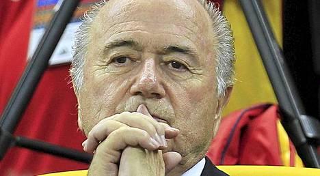 Sepp Blatterin eroa vaaditaan - taas.