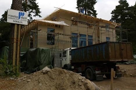 Talo rakennusvaiheessa vuonna 2002.