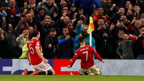 Cristiano Ronaldo villitsi fanit Old Traffordilla.