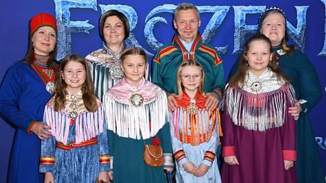 Suomen, Norjan ja Ruotsin saamelaiskäräjien puheenjohtajat juhlivat Frozen 2 -elokuvan ensi-illassa Hollywoodissa.