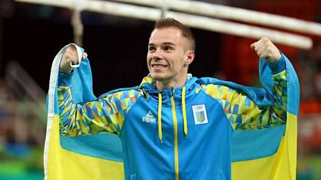 Oleh Vernjajev tuulettaa nojapuiden olympiavoittoa Riossa 2016.