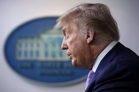 Presidentti Donald Trump puhui koronainfossaan Valkoisessa talossa keskiviikkona. Trumpin uudelleenvalinnan tielle ilmaantuivat tänä vuonna sekä talouskriisi että rotulevottomuudet.
