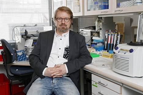 Virologian professori Olli Vapalahti Helsingin yliopistosta sanoo, ettei koronatilanne Suomessa ole menossa ainakaan parempaan suuntaan.
