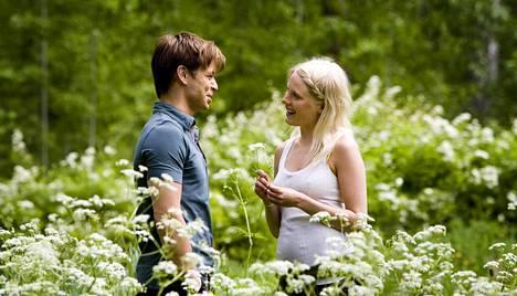 Peter Franzén ja Laura Birn kuvauksissa Kontiolahdella.