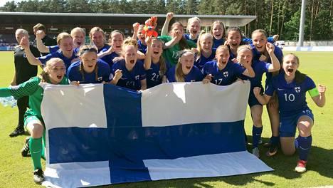 """Suomen tytöt tekivät historiaa! Maalivahti Anna Koivunen kertoo, miten joukkue venyi tappioasemasta upeaan MM-paikkaan: """"Ihan kaikki likoon"""""""
