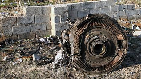 Turmakoneen moottorien valmistaja tyrmäsi nopeasti väitteet, joiden mukaan putoaminen johtui koneviasta.